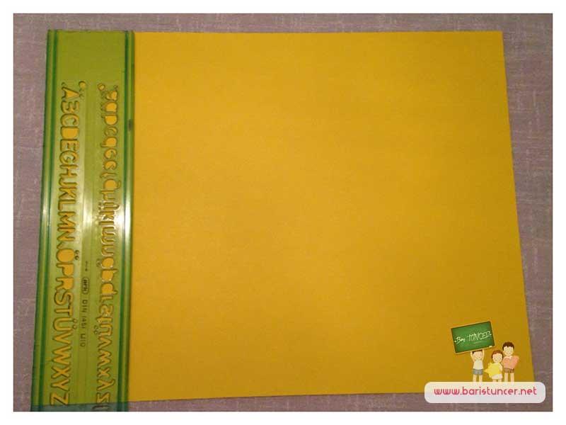 Fon kartonumuzu alalım ve cetvel yardımıyla 4x4 olacak şekilde kutular çizelim.